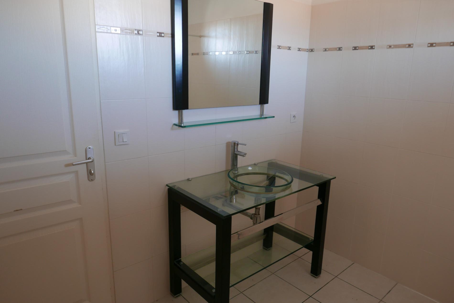 Salle de bains a l'etage