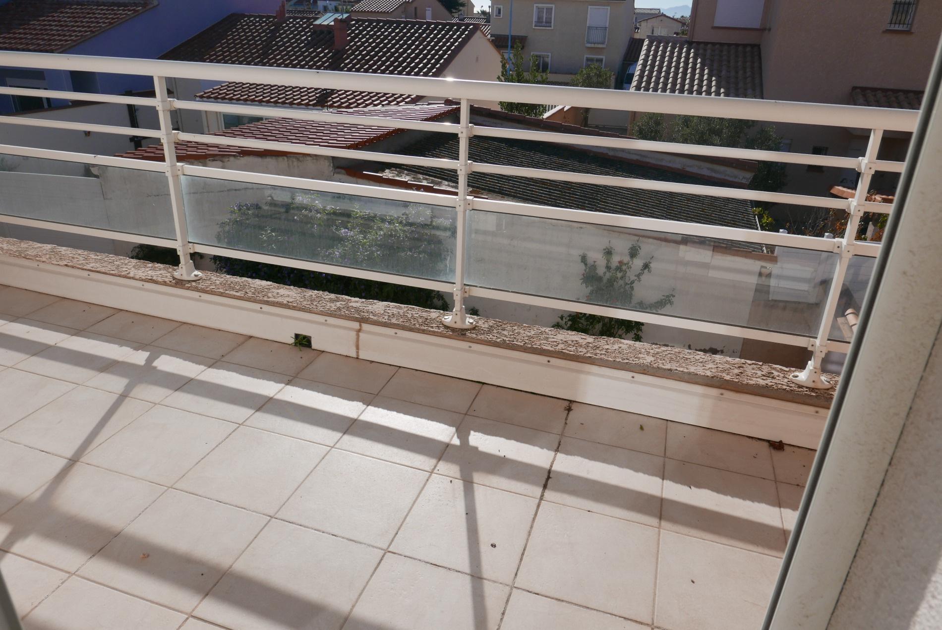 Porte fenetre chambre 3 donnant sur balcon