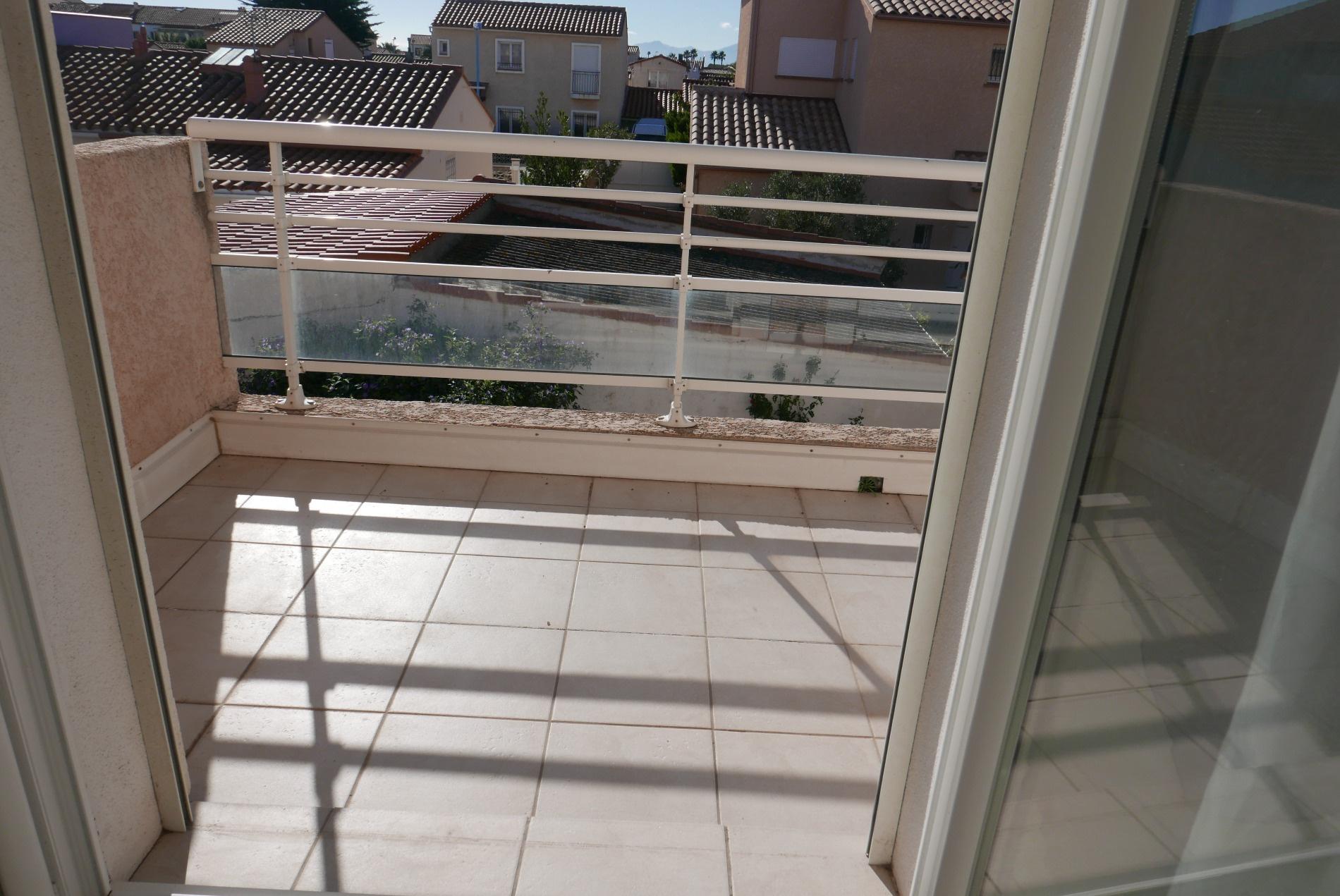Porte fenetre chambre 2 donnant sur balcon