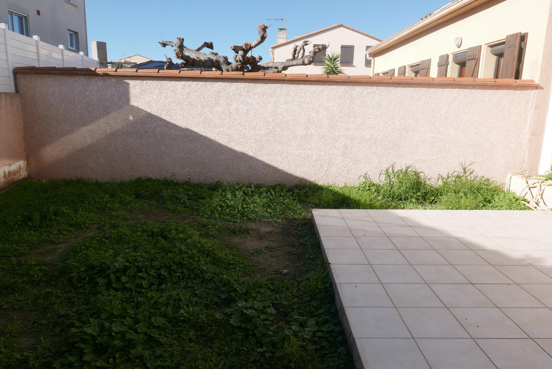 terrasse et jardinet arriere