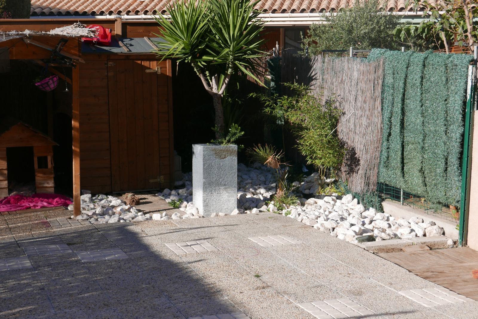 Terrasse et jardin arriere