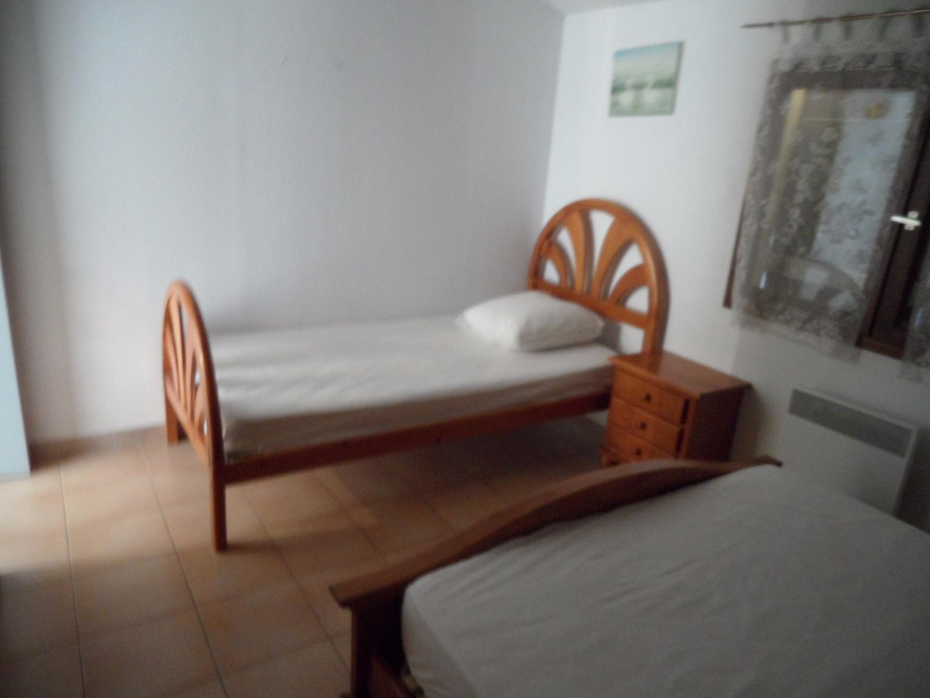 Chambre avec 1 lit en 140 et 1 lit en 90