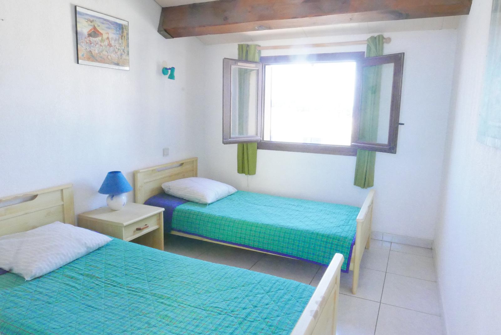 Chambre 2eme etage avec lits en 80*