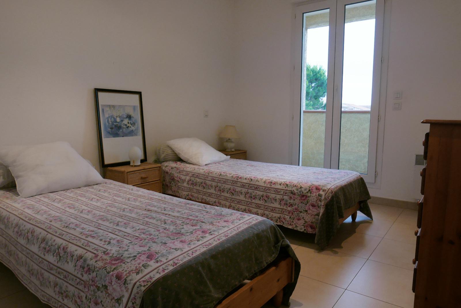 Chambre avec 2 lits en 80*